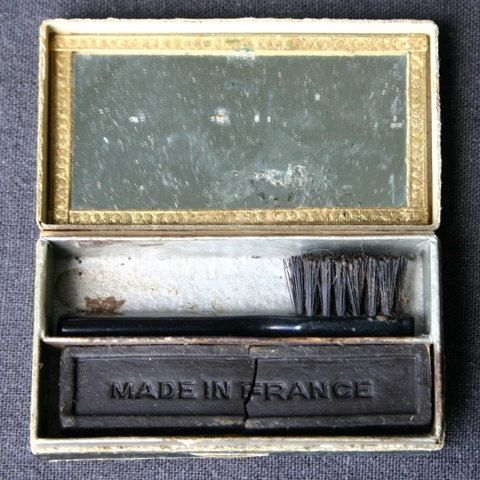 9 Photos Of What Mascara Used To Look Like  From the early 1900s to mid-1950s, mascara didn't come in a tube — it came in a cute little box with a big brush. I can't imagine how you'd put it on without making a big mess.