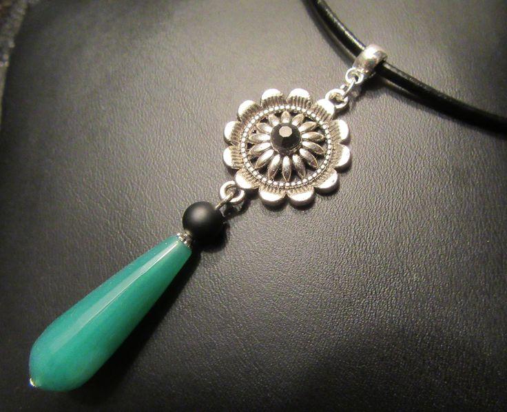 Collier ras de cou Pendentif goutte Agate Verte sur cordon cuir noir