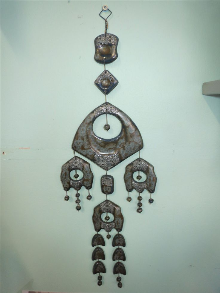 Kaunis keramiikkaa oleva seinäkoriste, Kalevala Koru, Maija-Liisa Vasenius. Korkeus 45 cm.  50 euroa.