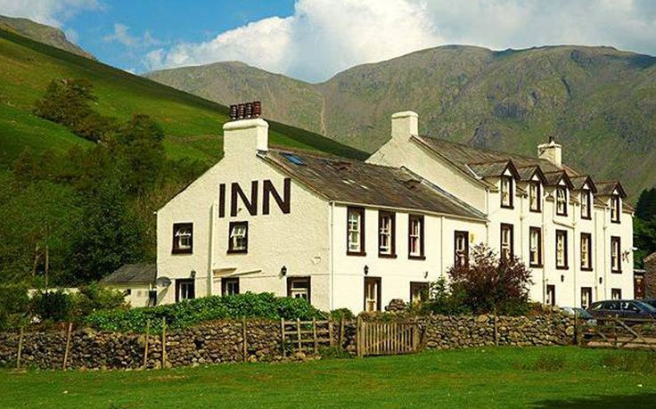An insider's guide to 10 of the best pubs and inns in the Lake District,   featuring the top places to stay for walking, log fires, lively bars, good   food, fabulous views, real ales and character, in locations including Lake   Windermere, Ambleside, Elterwater, Buttermere, Borrowdale and Cartmel, with   easy access to Helvellyn and Scafell Pike