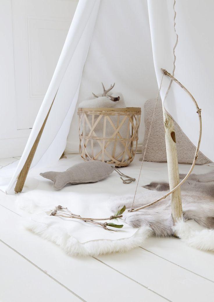 'Op avontuur in eigen huis', 4x kamperen. De leukste tentjes maak je met behulp van de eettafel, een droogrek, een bed of een stok met een s...