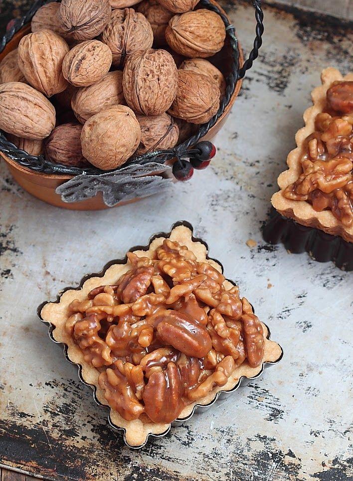 De délicieuses petitestartelettes sur une base de pâte sablée garnie d'une amandine et d'unegénéreuse couche d'un mélange de noix et de...