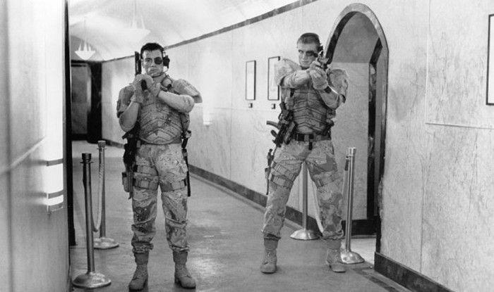 #интересное  Жан-Клод Ван Дамм и Дольф Лундгрен на съемках «Универсального солдата» (5 фото)   Далее немного фотографий со съемочной площадки и интересные факты о популярном научно-фантастическом боевике «Универсальный солдат», который хорошо запомнился нам в�