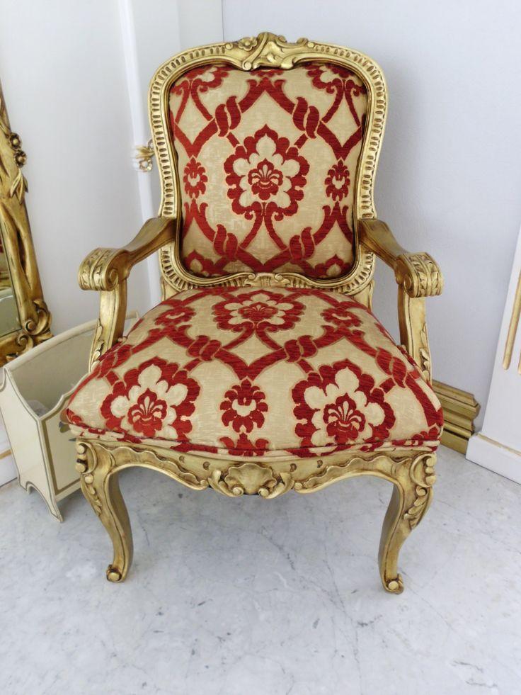 Se vende silla estilo barroco, hecha en madera de pino con terminado en dorado. Precio $4.800.-pesos mexicanos. La tela no viene incluida.