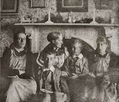 Vanessa Bell, Julia Jackson Stephen, Thoby Stephen, Adrian Stephen, and Virginia Woolf in 1894