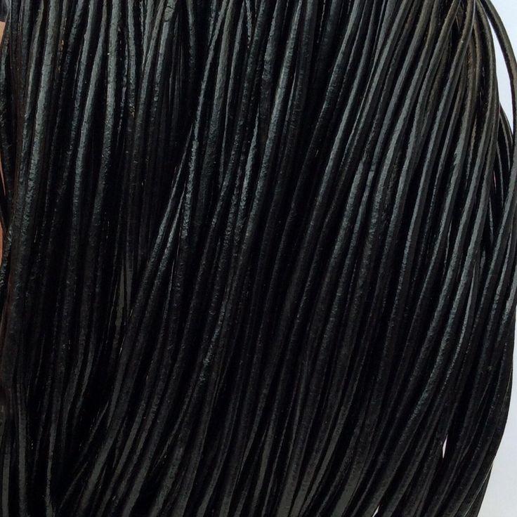 Купить или заказать Шнур кожаный 2 мм черный для украшений в интернет-магазине на Ярмарке Мастеров. Кожаный шнур натуральный, черный , диаметр 2 мм.