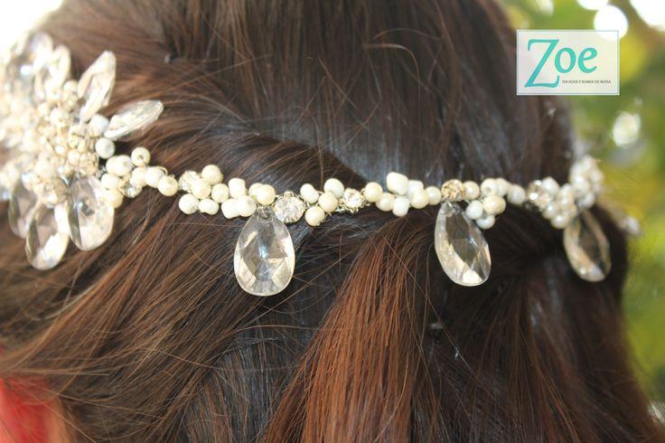 Tocado de novia. Perlas, brillos, strass y vidrio. Zoe Novias.