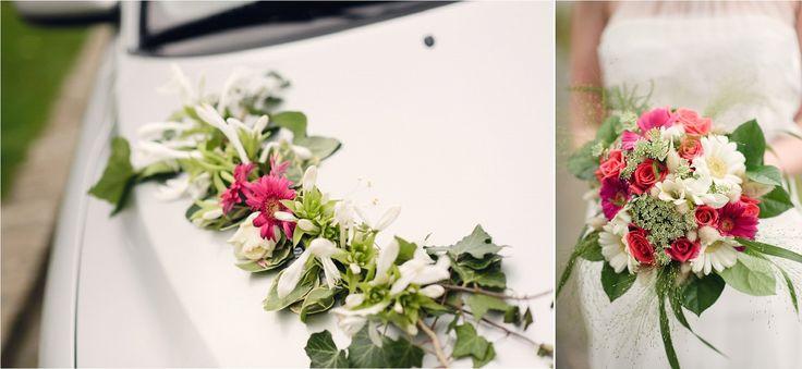 Vrai mariage / Mariage ambiance nature / voiture mariée / bouquet mariée / photo: Julien Briche