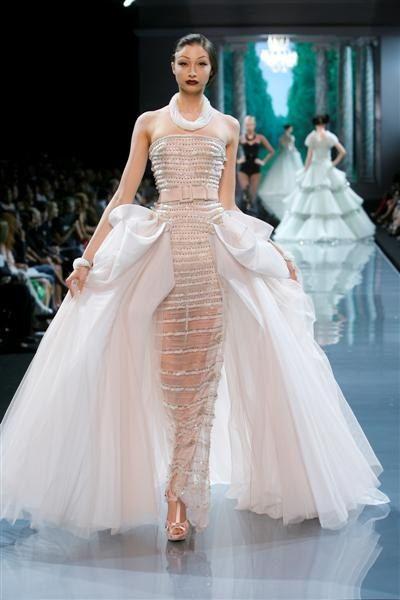 Christian Dior défilé Haute Couture automne hiver 2008 2009 robe en tulle  brodée