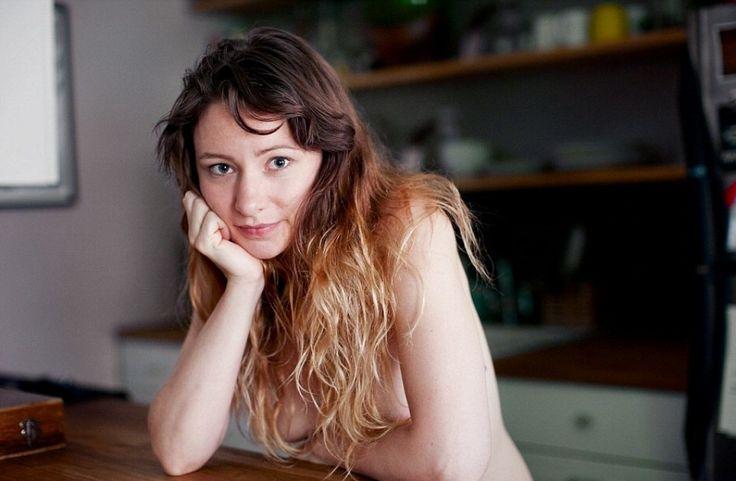 In un mondo in cui siamo bombardati da foto di modelle apparentemente perfette, il fotografo Matt Blum e la moglie Katy di Minneapolis, sono andati controcorrente con The Nu Project. Protagoniste della loro collezione, iniziata nel 2005, sono donne nude che hanno aperto la porta di casa all'obiettiv
