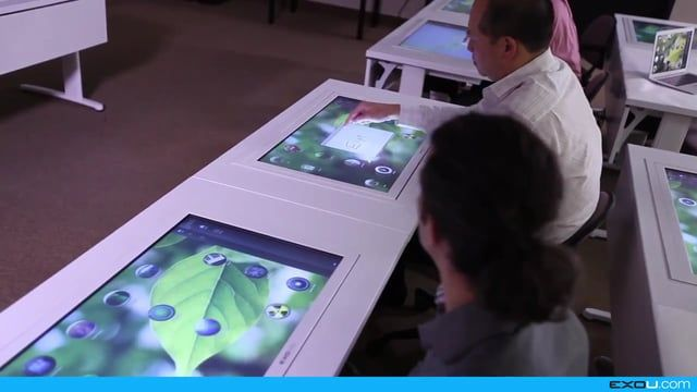 Students can pass web apps from a device to another, including with the teacher tablet thanks to NFC.