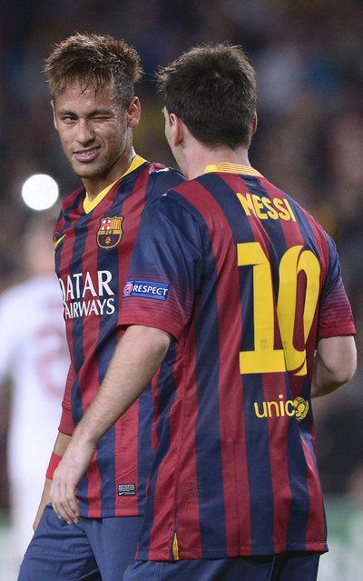 Divertido gesto de Neymar con Leo Messi