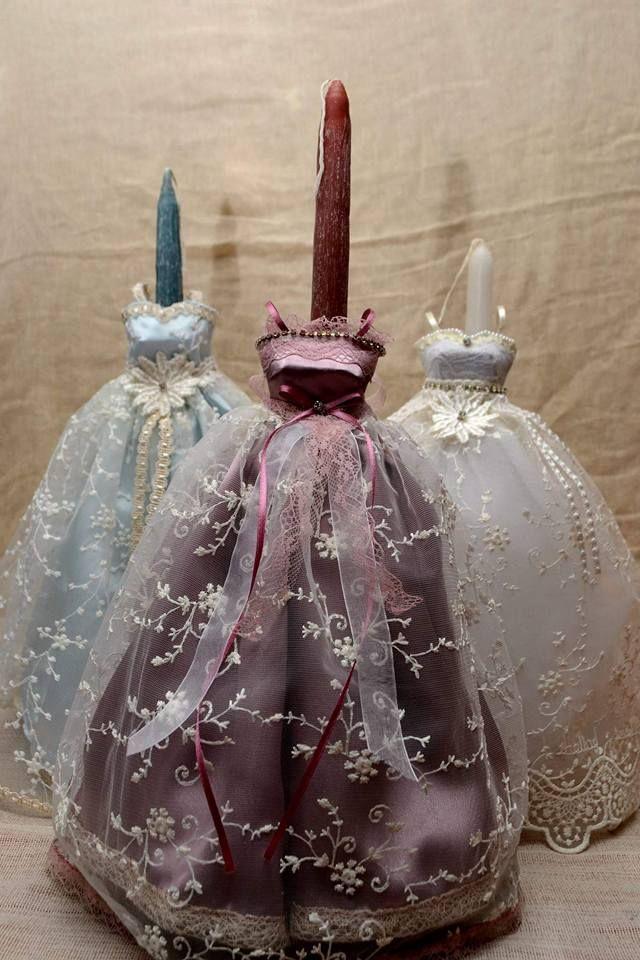 Λαμπάδες με χειροποίητη θήκη φόρεμα, η οποία μπορεί να χρησιμοποιηθεί ως κηροπήγιο ήως απλό διακοσμητικό!