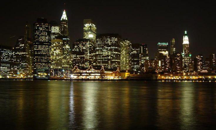Manhattan por la noche - http://www.absolutnuevayork.com/manhattan-por-la-noche/