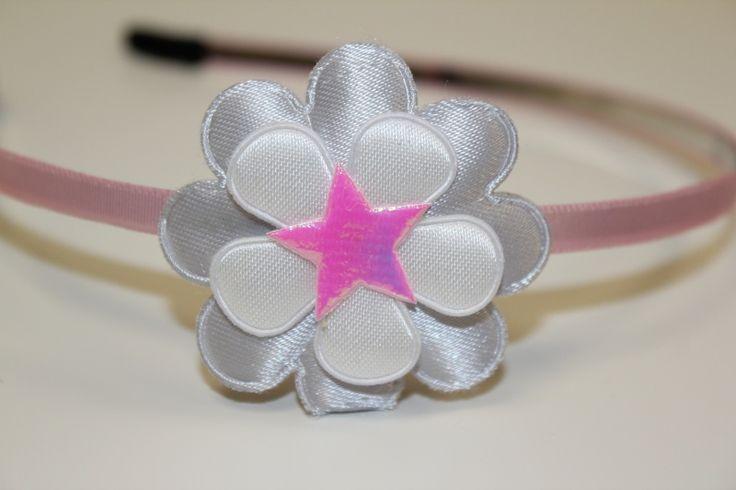 Metalen haarband zachtroze met bloem en ster  gezien op www.pippikokel.nl