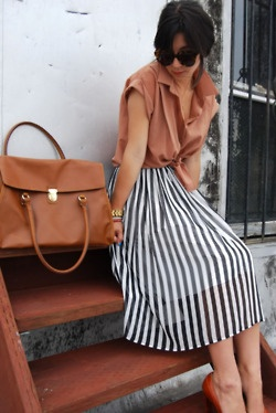 Skirt with stripes, over-sized brown bag