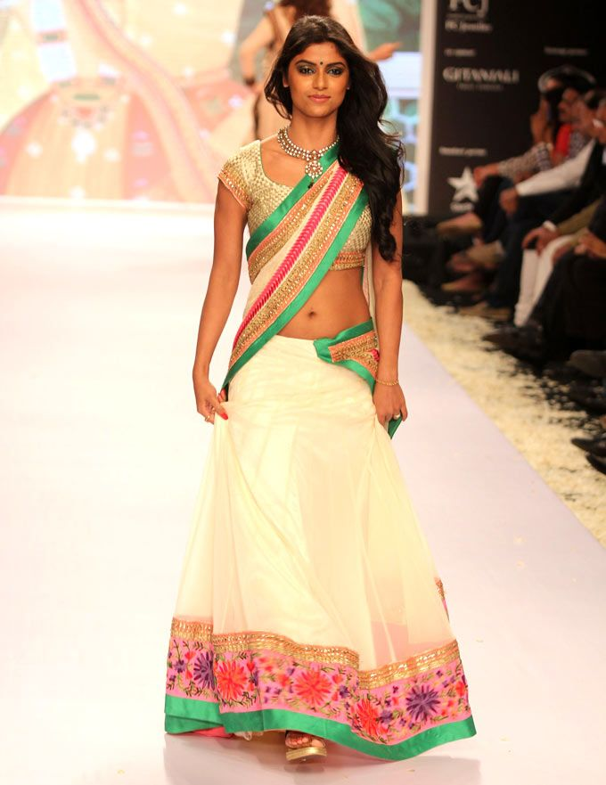 Sayantani Ghosh at the India International Jewellery Week 2013. #Bollywood #Fashion