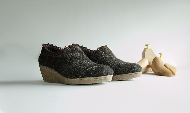 Felted wedge shoes dark brown with flax fiber - organic wool shoes with linen crochet - dark brown by WoolenClogs on Etsy