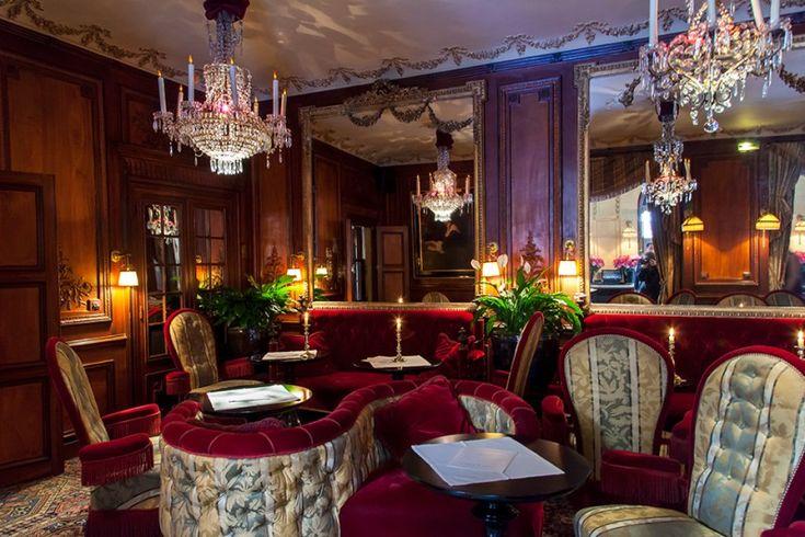 Bar de l'Hôtel Costes – 239, rue Saint-Honoré, 75001 Métro : Concorde (lignes 1, 8 et 12) 01.42.44.50.50 Ouvert tous les jours de 17h à 2h du matin