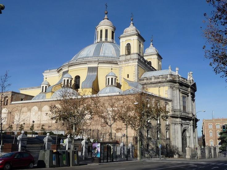Real Basilica de San Francisco el Grande. Su cúpula es la mayor de España. Tiene frescos pintados por Francisco de Goya.