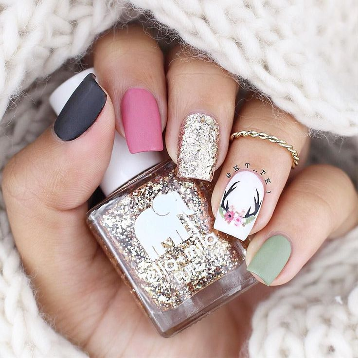 This manicure is so cute & cozy that I just wanna cuddle with it.. Wait, what? DON'T JUDGE ME. @Kt_Tk1 uses some Twinkled T tools to draw that super cute antler nail! Eek! Free domestic shipping on orders >$50 and free international shipping on orders >$100.