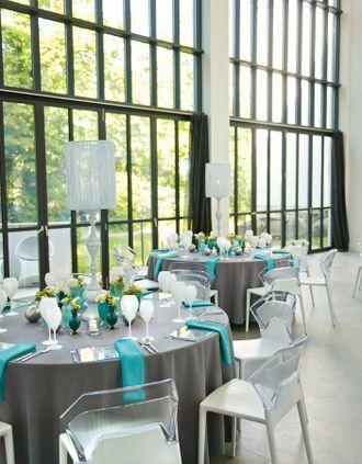 Moderne Hochzeitsdekoration in Grau und Türkis – Grey and turquoise wedding decoration – www.weddingstyle.de