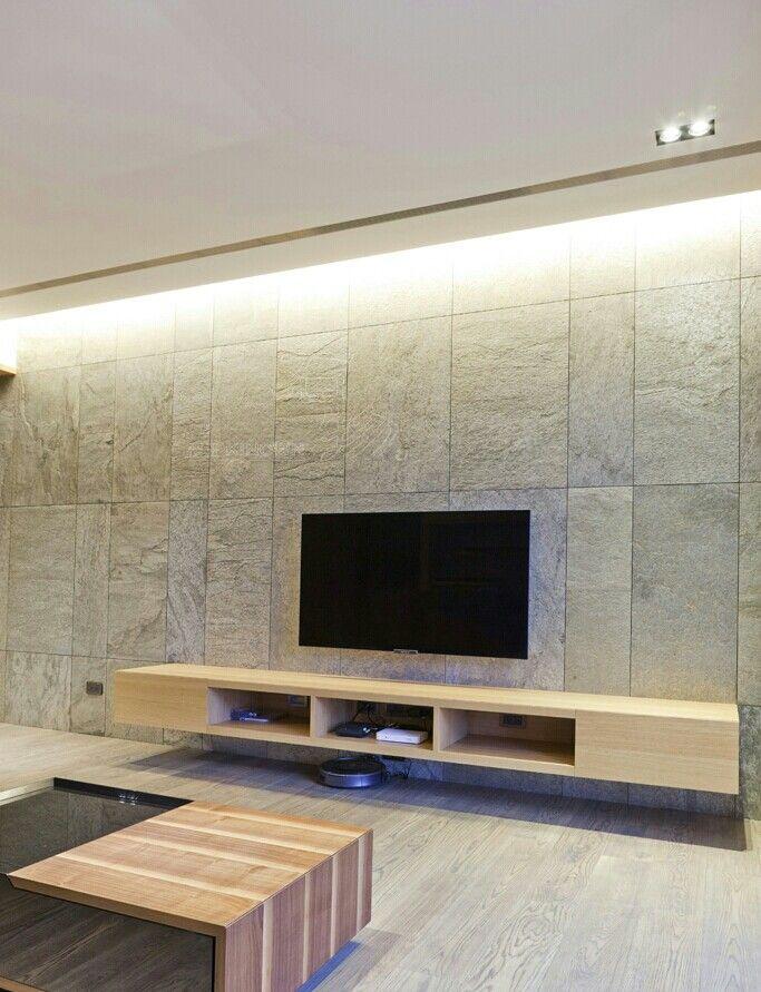 Multi sized Argento tiles create a dynamic design