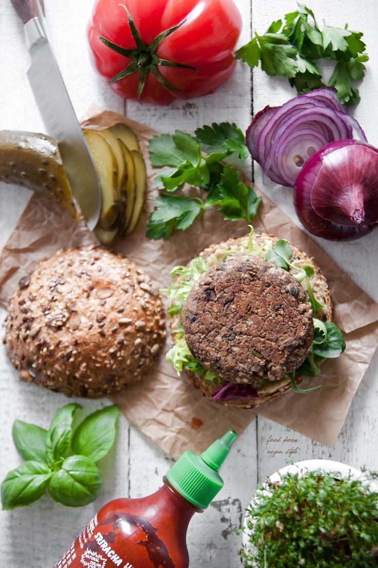 Vegan lentil and mushroom burgers from Scott Jurek's recipe / Wegańskie burgery od Scotta Jurka, z soczewicą, pieczarkami i orzechami włoskimi
