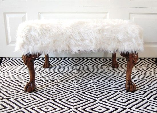 fur covered ottoman {it's hot glued!}: Faux Fur, Covers Ottomans, Living Rooms, Fur Covers, Fur Ottomans, Decor For The Hom, Leather Chairs, Free Decor, Chairs Covers With Fur