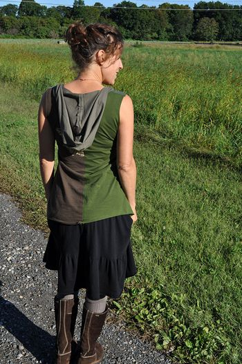 """Although I am guessing if I tried, the picture of mine would turn out like those sad baking experiment fails. """"Nailed it!""""  Still might be fun to try, to learn how to work with knits. Hooded Tunic Tutorial « Sew,Mama,Sew! Blog"""