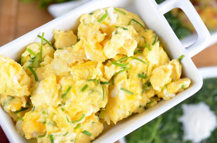 Slik lager du raskt eggerøre til mange - helt uten gris og søl