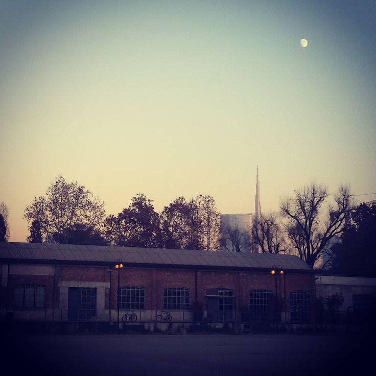 YoYo atelier | The art of the brick #lego #exhibition #theartofthebrick #nathansawaya #fabbricadelvapore #unicredittower #architecture #brick #brickarchitecture #milan #italy #moon #sunset