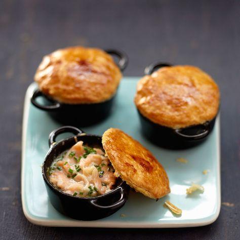 Découvrez la recette mini cocottes au saumon sur cuisineactuelle.fr.