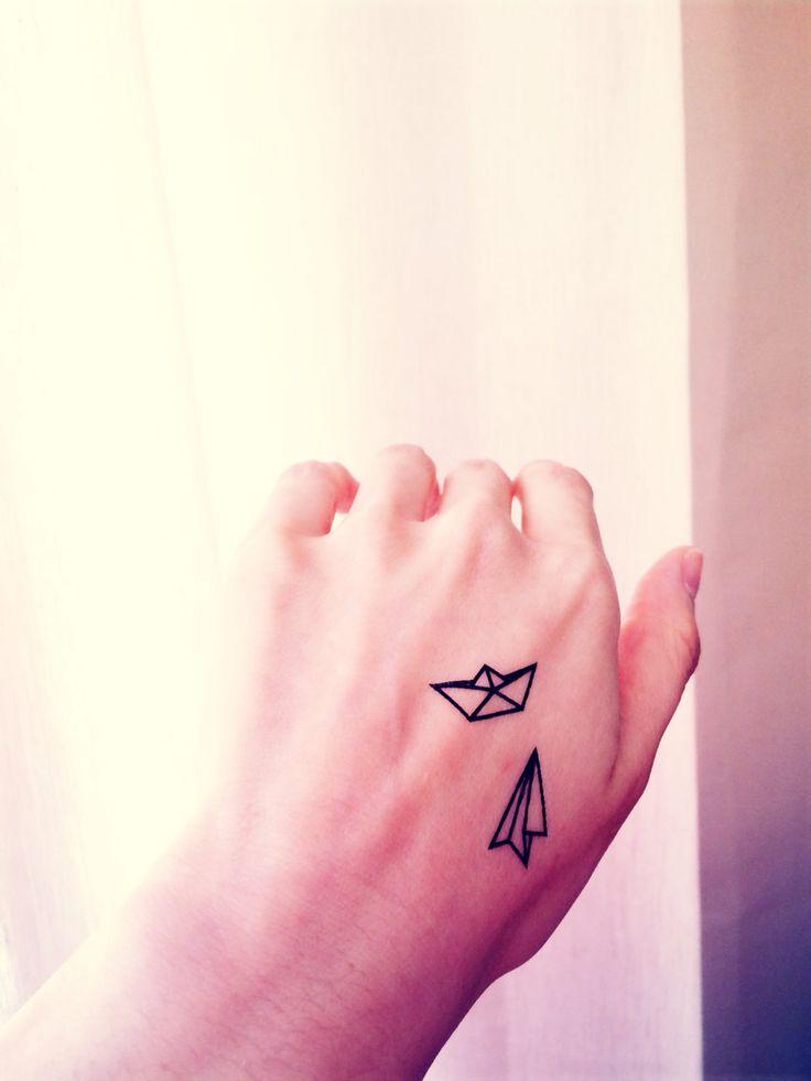 die 25 besten ideen zu papierflieger tattoos auf pinterest kleine einfache tattoos. Black Bedroom Furniture Sets. Home Design Ideas
