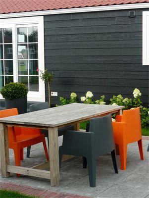 S6 terras : Grote eettafel met comfortabele stoelen