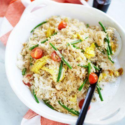 Favorit från Asien, stekt ris med grönsaker och soja.