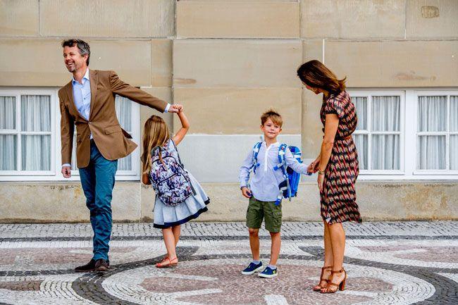 Federico y Mary de Dinamarca llevan a sus hijos al cole: lo que deben aprender Felipe y Letizia