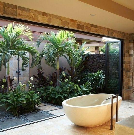 Bagno con utilizzo di piante stabilizzate e verde verticale. : Bagno eclettico di Dotto Francesco consulting Green
