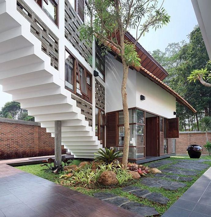 Spectacular! A Distorted House in Jakarta, Indonesia designed by TWS