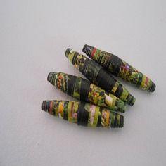 Perle en papier colore, vernie, fait main
