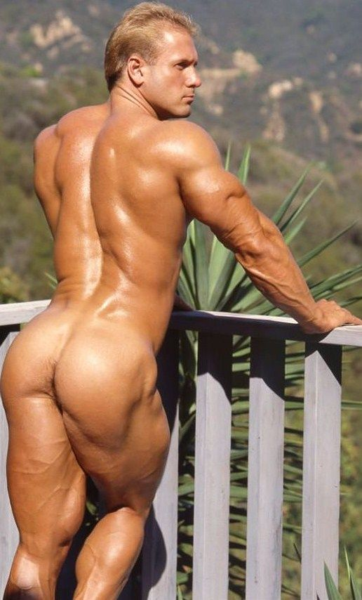 naked muscle man blondes