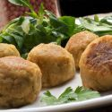Receta de Bolitas de garbanzos o falafel con ensalada de canónigos - Karlos Arguiñano