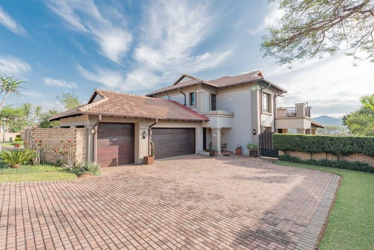 House for sale in Stonehenge Ext 14 - 3 bedroom 13594511 | 4-5 3Bdr, 2Bthr #LowveldHome FOR SALE in #Oppikoppi. Call my number 0824587415 / basie@basiebotha.co.za #BasieBotha #NelspruitHuise