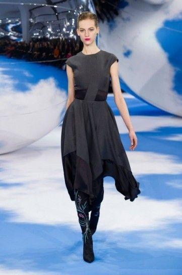 Elegante abito grigio per l'invernoL'abito grigio Turbolence per l'autunno/inverno 20132014