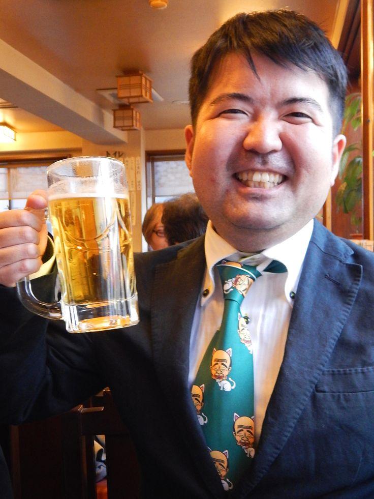 こちらは銭湯愛好家の小杉和也さんです。  アーティストネクタイ・メソポ田宮文明さんの 『宮尾(myao)さんネクタイ』をご愛用。  『銭湯もりあげた〜い』が制作した銭湯プロモーションビデオ『THE ♨ SENTO』にも、このネクタイを着けて出演されています。  『THE ♨ SENTO』 https://www.youtube.com/watch?v=6g3MNhuwI-0&feature=youtu.be