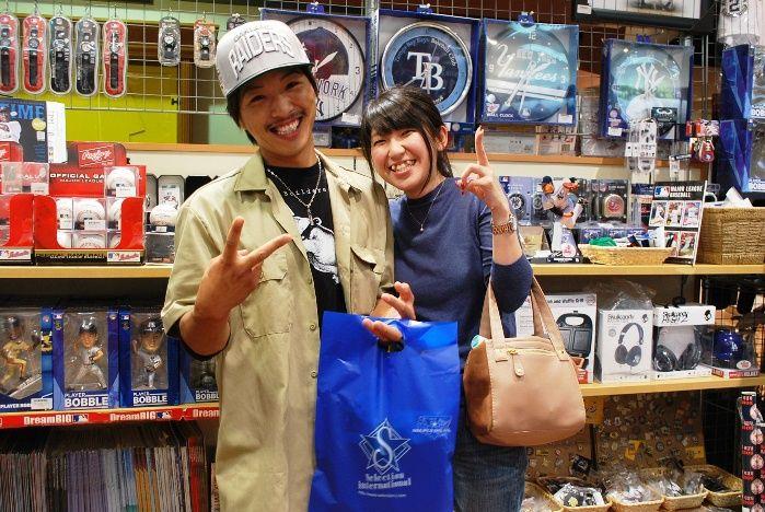 【大阪店】2014.09.26 レイダースファンのお客様!!お二人共素敵な笑顔で私も幸せです!また、遊びに来て下さいね。ありがとうございます!