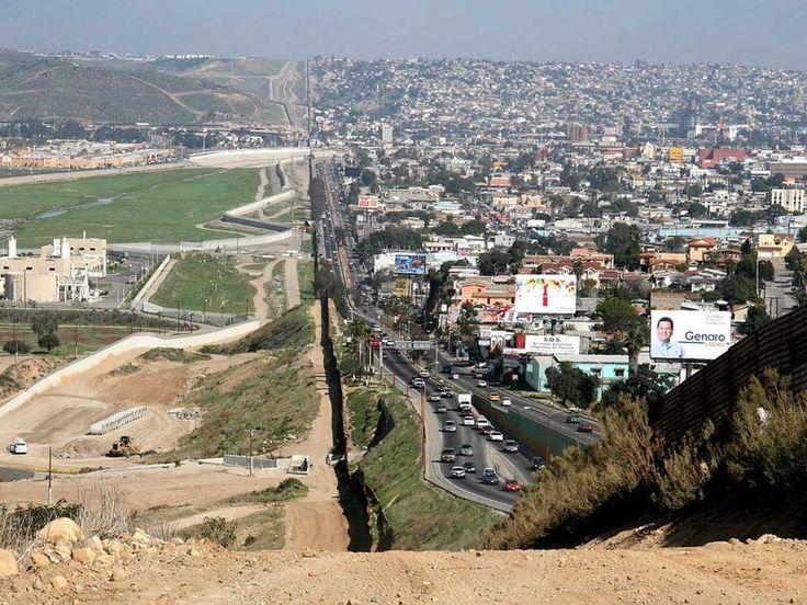 A fronteira entre a cidade americana de San Diego (esquerda) e sua vizinha Tijuana, no México (direita).