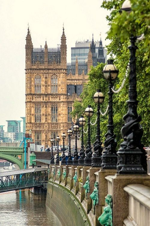 A different and most excellent view of the Houses of Parliament, London (Momentary Shutter flickr)