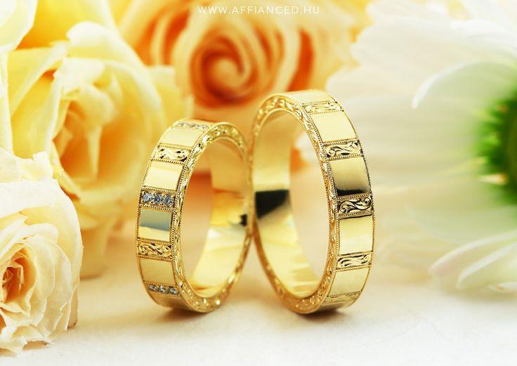 Handmade yellow gold wedding ring with small diamonds. Kézzel készített arany karikagyűrűk apró gyémántokkal.