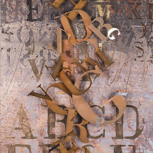 Fluido è l'opera dell'artista Enrico Benetta che riproduce le sue lettere con l'acciaio cor-tèn per trasmettere quella patina di passato che evoca il fascino dei grandi volumi di storie.  Fluido | Tecnica mista e acciaio corten su tela - Dim. 70X100 CM #t